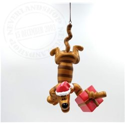 9306 Metal Ornament with Gift - Tigger